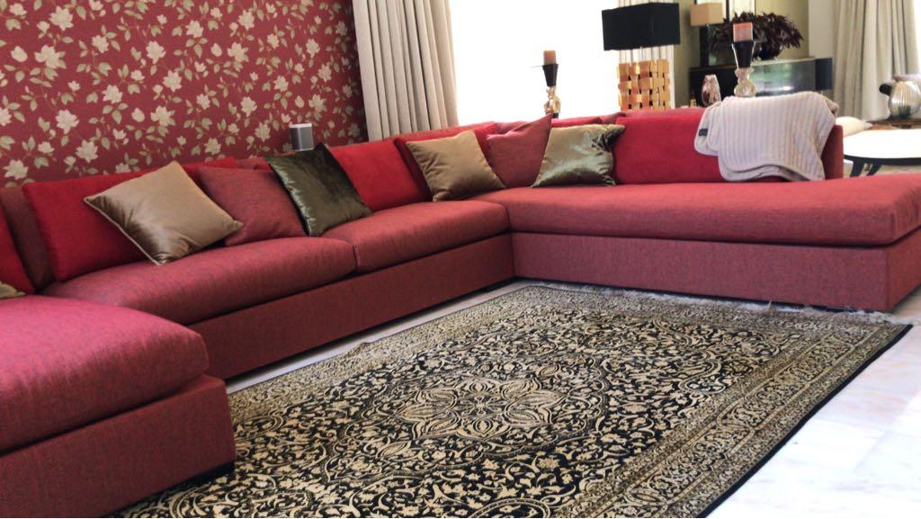 Make-over met op maat gemaakte sofa en behang